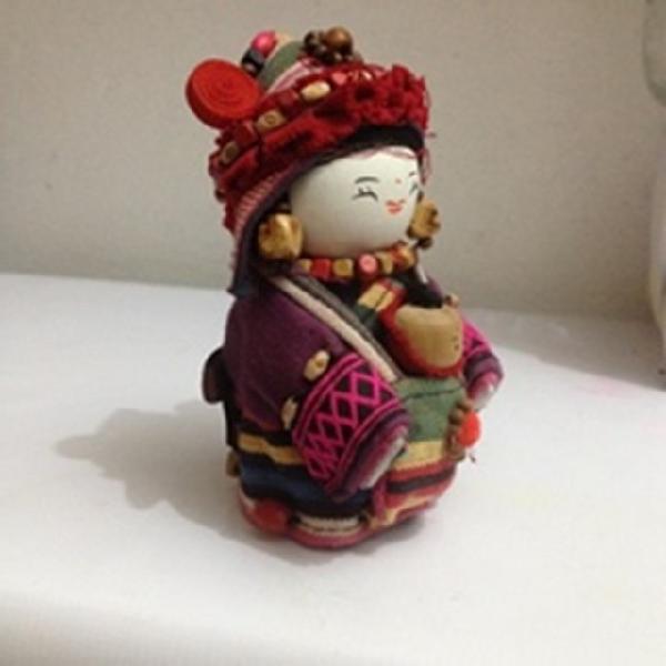 Boneca japonesa de tecido.