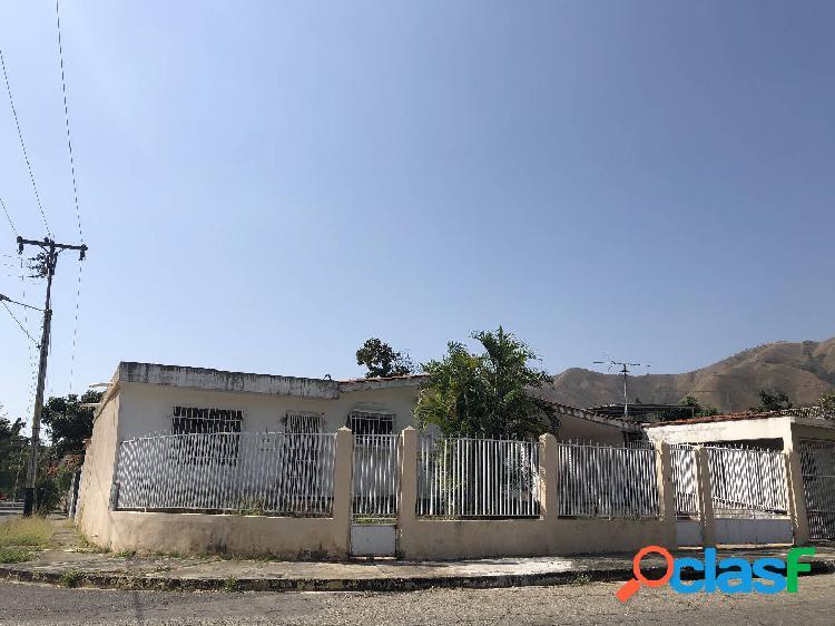 390 m2. en venta casa de esquina, en la urbanización el morro ii,