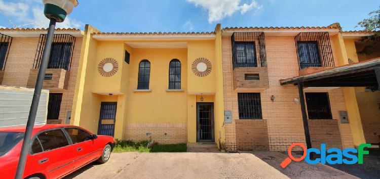 Townhouse villas iñaky rincón mañongo 130 metros