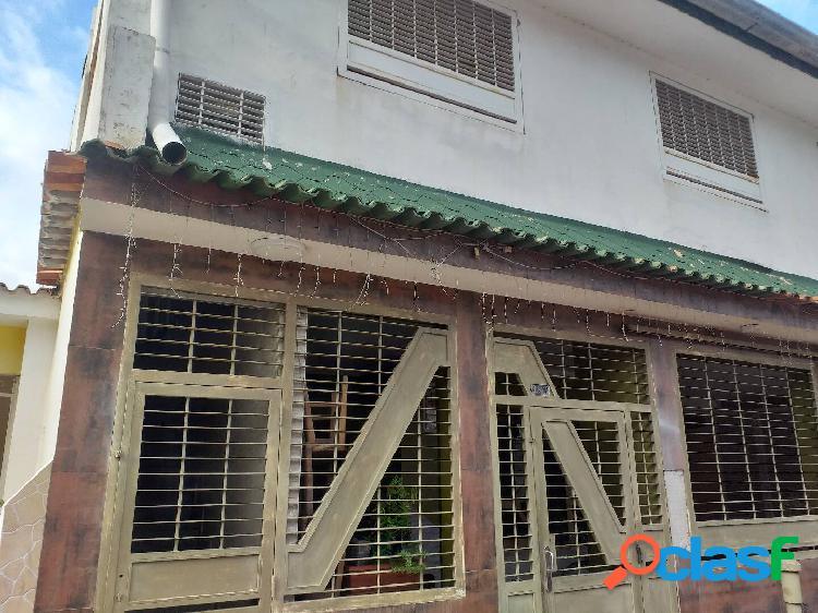 Casa -Quinta en la urbanización las Quintas de Naguanagua 510 mts2 construc