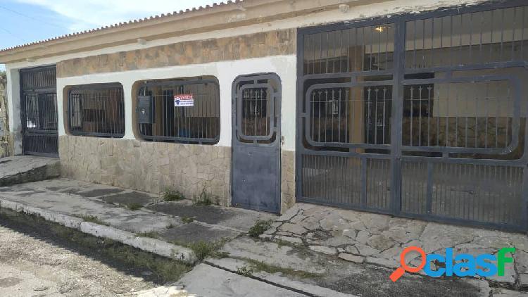 Amplia casa para restaurar de 220 metros en los cerritos, paraparal