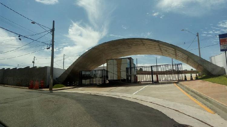 Terreno alto padrão em condomínio com 300 m²