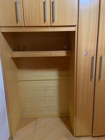 Guarda roupas (sem as camas) de madeira maciça