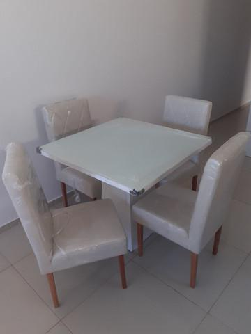 Mesa com cadeiras p.r.o.n.t.a..e.n.t.r.e.g.a