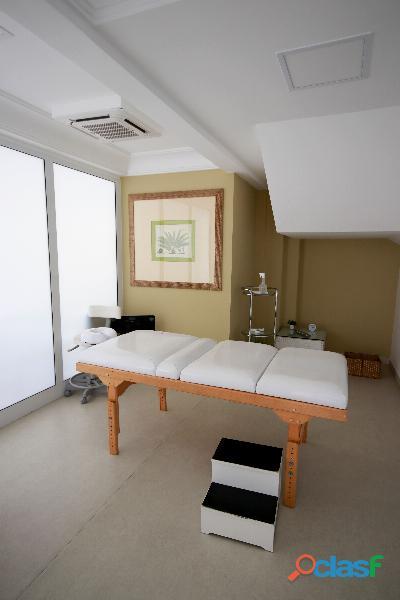 Apartamento de alto padrão mobiliado com 280 m² no edifício paris itaim 15