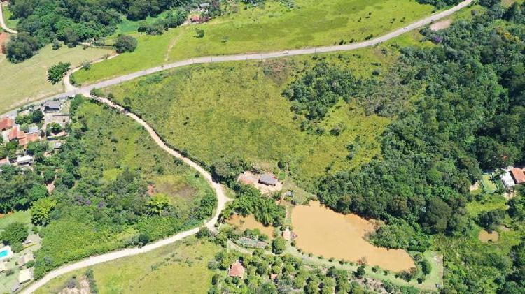Rea de 6,1 alqueires muito bem localizada e com lago.