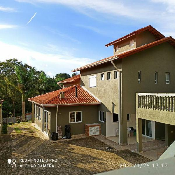 Casa de condomínio para venda tem 340 metros quadrados com