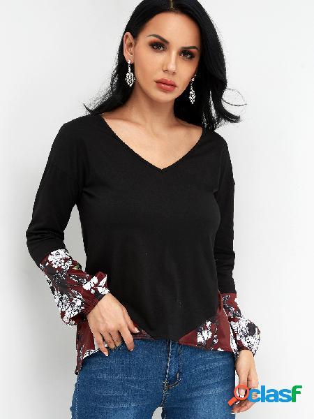 Camisetas de mangas compridas com estampa floral em bloco de cores com decote em v