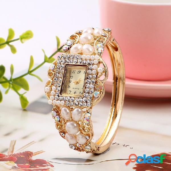 Relógio moderno com pulseira de diamante de pérola feito à mão em ouro para mulheres, elegante relógio de quartzo