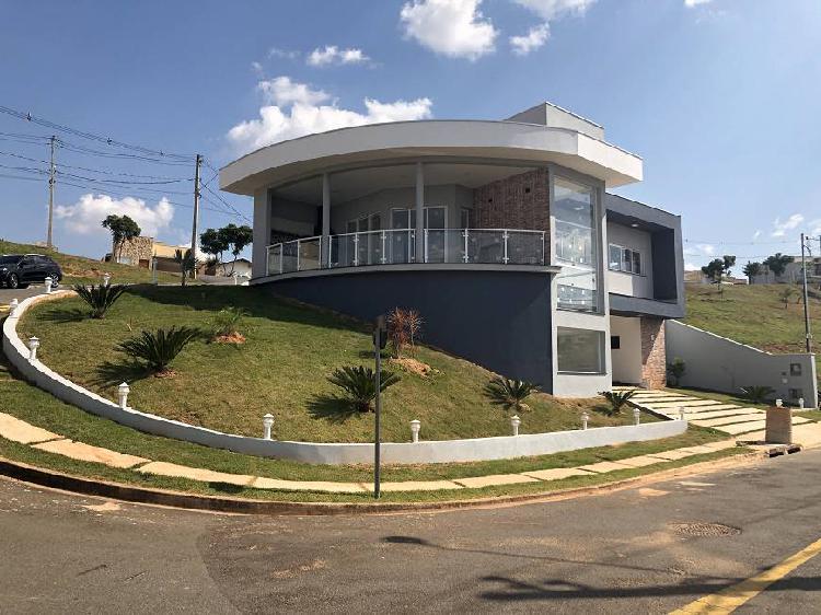 Casa alto padrão em condomínio - 230 m2 de área