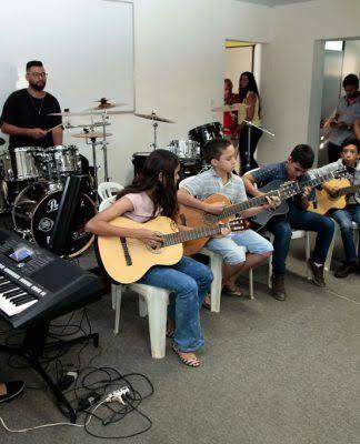 Aulas de violão, guitarra, teclado