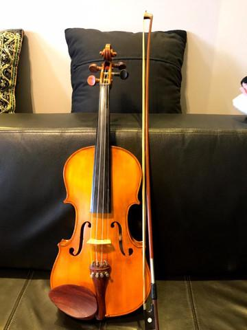 Violino artesanal, confeccionado por alberto viegas matos em