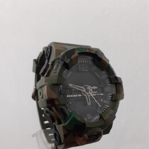 Relógio multifuncional estilo militar