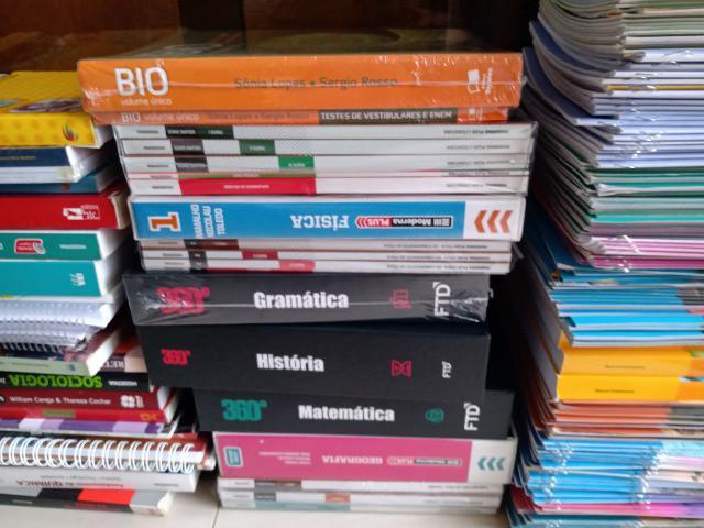 Livros didáticos em geral. rogacionista, católica, etc.