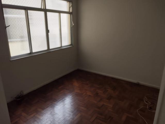 Aluga se apartamento no centro. ótima localização. 2