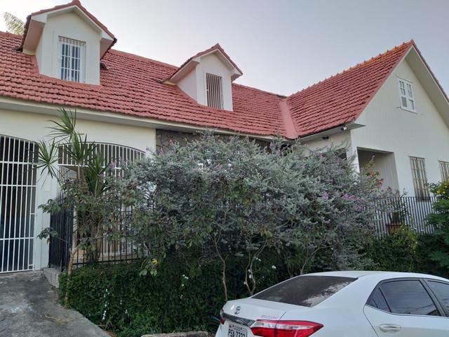 Casa no centro atras do hospital presidente dutra na beira