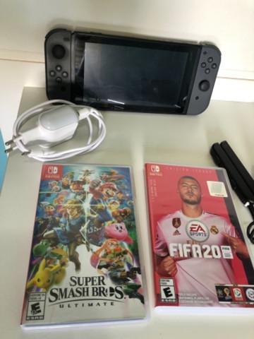 Nintendo switch 32gb + fifa20 + super smash bros