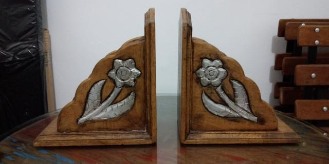 Organizador de livros com porta treco de madeira importado