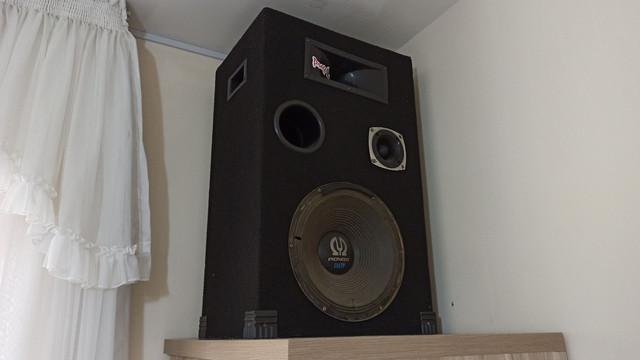 Mesa de som + amplificador + 2 caixas passivas com tripés