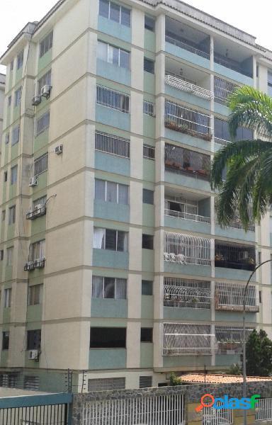 (112 m2) apartamento en venta en urb. camoruco frente a c.c. la galería
