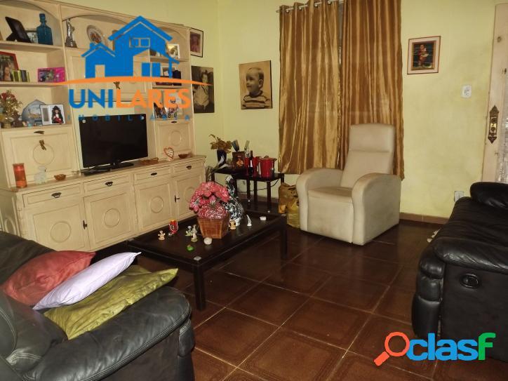 Boa casa duplex, 4 quartos com varandão - portuguesa