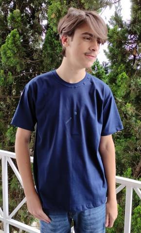 Camiseta com estampa see color em alto relevo