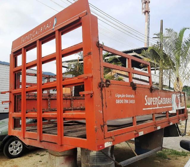 Carroceria de ferro para caminhão - 4,10 m de comprimento