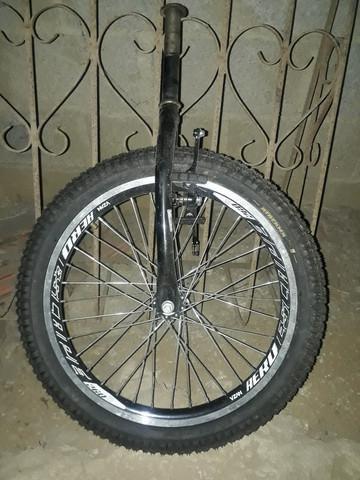 Roda completa com garfo e freio