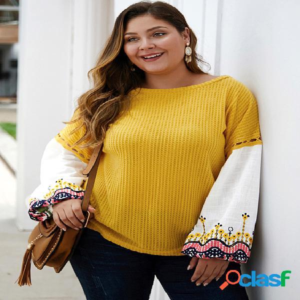 Suéter tamanho plus patchwork amarelo bordado em volta do pescoço