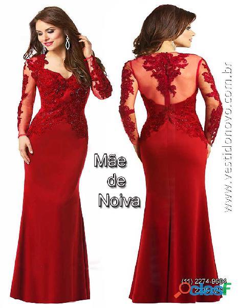 Vestido vermelho, manga longa, segunda pele e bordados
