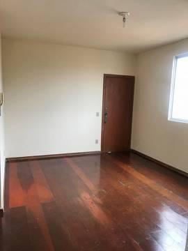 Apartamento 02 quartos com piso laminado, com armários;
