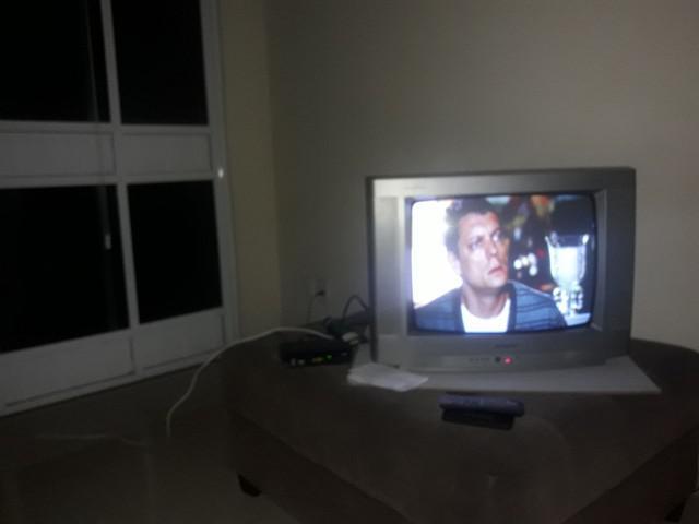 Vendo esta tv com conversor digital e controle 20polega