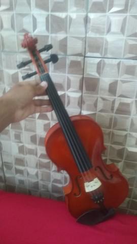 Violino vivace 4x4 com 1 mês de uso leia a descrição
