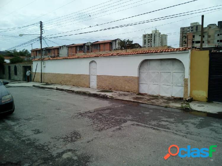 Casa quinta en venta av bolivar de naguanagua 476 mts2