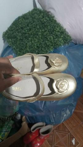 Sapatilha dourada nova