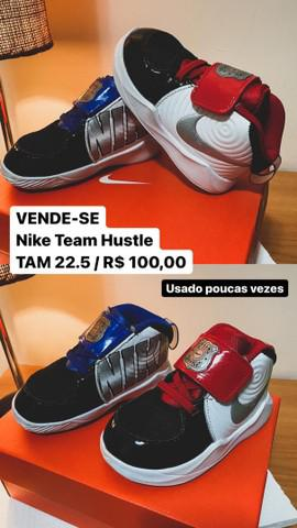 Tênis nike team hustle