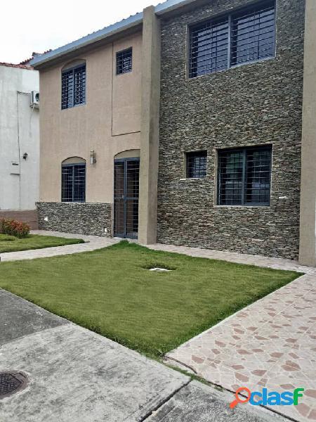 Amplia casa en venta, urb. parque mirador, av. cuatricentenaria, con pozo!