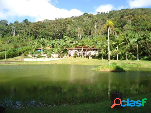 Maravilhoso sítio com lago