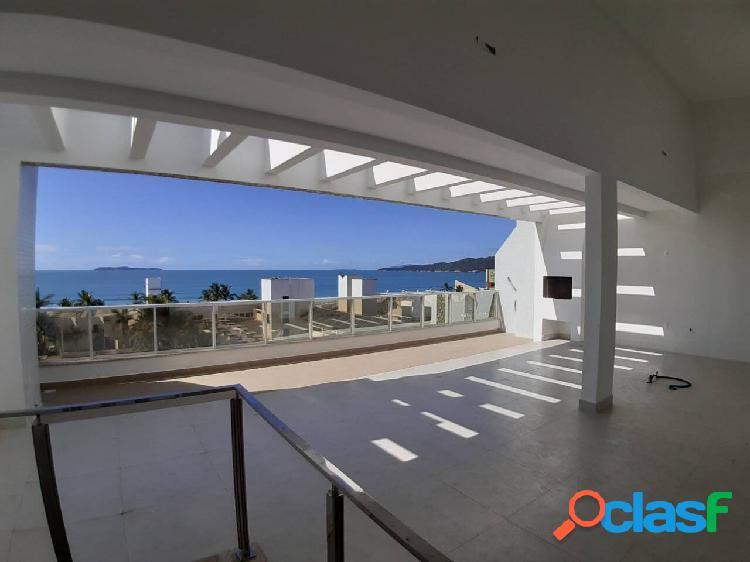 Cobertura duplex com linda vista para o mar, 140m da praia de mariscal