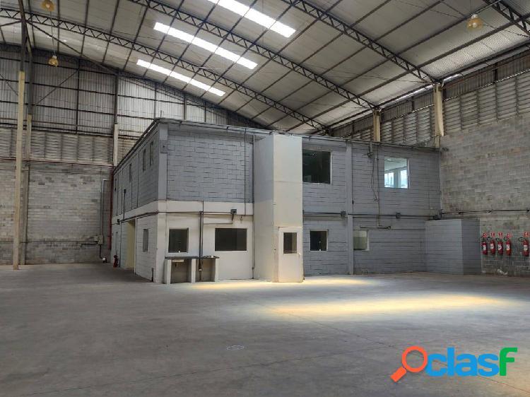 Galpão Comercial e Industrial de 2.389 m² Santana de Parnaíba 1