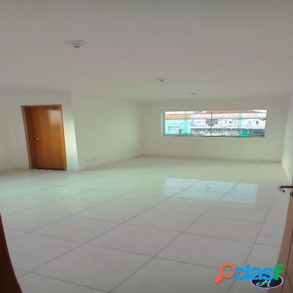 Sala comercial com 30m2, banheiro, estacionamento, interfone e portão eletr