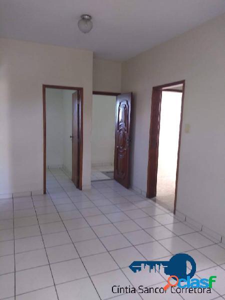 Centro: casa 02 quartos, sendo 01 com suíte e closet, 02 banheiros