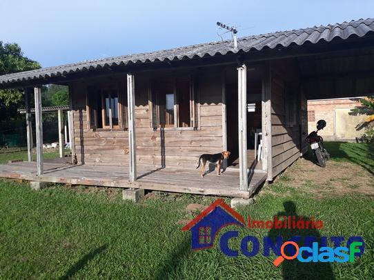 C122 - residência de madeira em região de moradia
