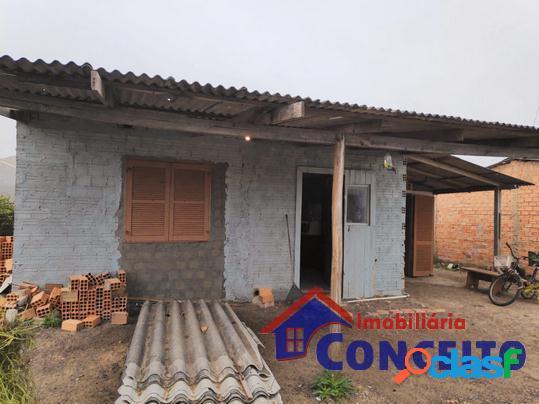 C33 - residência mista situada em região de moradores