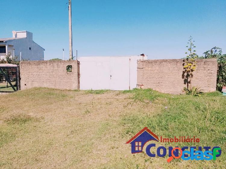 T27 - terreno murado com 300² em região de moradia