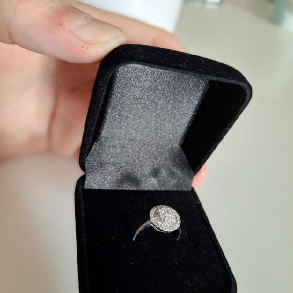 Anel de ouro com diamantes