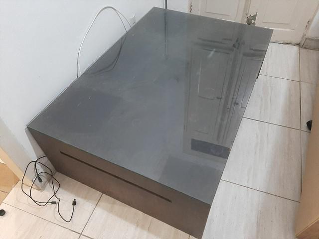 Mesa tok stok madeira e vidro em perfeito estado!