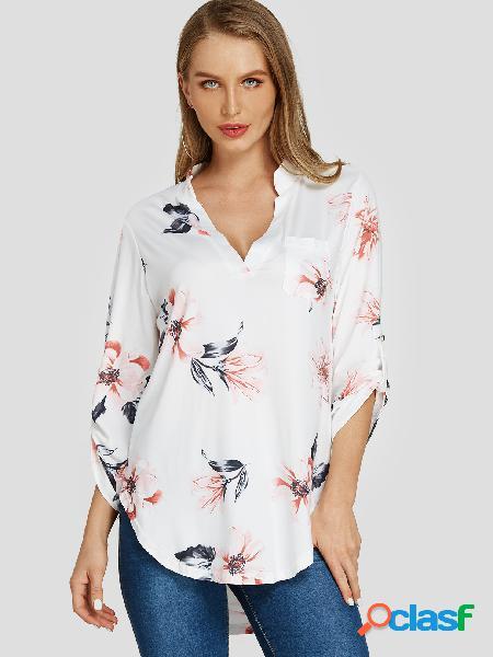 Blusa branca aleatória com estampa floral com decote em v e mangas de comprimento ajustável
