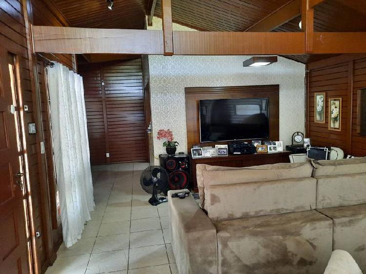 Casa para venda com 220 metros quadrados com 4 quartos