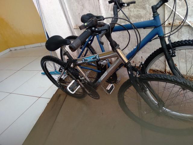 Duas bikes 300 reais